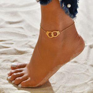 Chaine de cheville dorée en forme de menottes avec inscription freedom